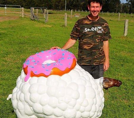 sculpture-on-the-farm_Sticky_Fleece_by_Greg_Salter-2